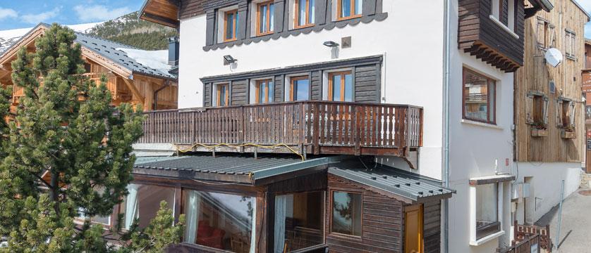France_Alpe-dHuez_Chalet-Sarenne_Exterior-winter2.jpg